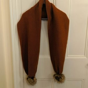 New w/o tags burnt orange knitted scarf w/ pompoms